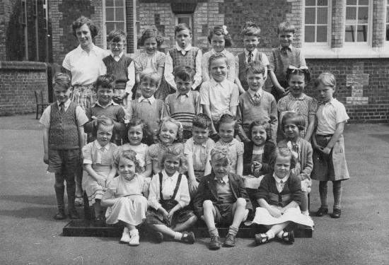 Eaton Bray Primary School, Miss Jackson's Class 1954<br />(Back) Miss Jackson, Alan Stock, Margaret Sanders, Colin Goodyear, Norma Mardell, David Powell, Ron Evans<br />(3rd row) Gerald Cook, Andrew Fountain, Jimmy Isherwood, Bruce Wiseman, Darryl burrows, Rod Ashton, ????, ????<br />(2nd row) Laura Benson, Shirley Horne, Diane Piggott, (?)Michael Buckingham(?), Brenda Bird, Rose Clarke, Linda Reed<br />(Front) Sandra (Gadsden?), Diane Robson, Graham Blake, Shirley Blake (click to view full photo)