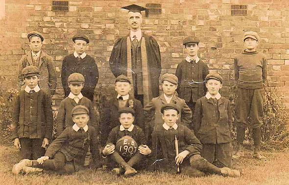 Eaton Bray School Football Team 1907<br />Back Row: Sid Gadsden, Fred Bates, William Peters Paddock, Dick Lugsden, Archie Horton<br />Middle Row: Bill Neville, ????? Janes, Abel Groom, Banty Clarke, Fred Tooley<br />Front Row: Ernie Weedon, Johnny Pratt, Cyril Meakins (click to view full photo)
